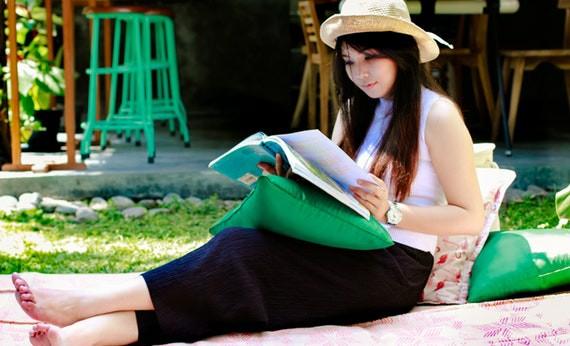 Baca Buku di Tempat Terang - Menjaga Kesehatan Mata