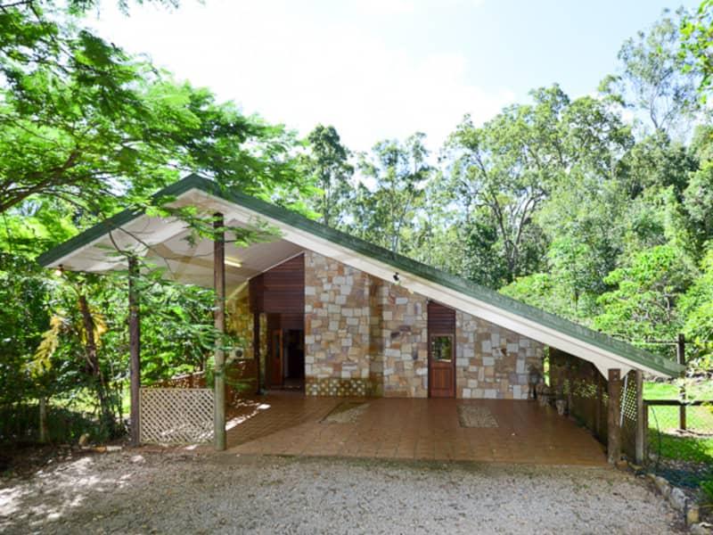 Yungaburra bush cottages. The Lodge entrance