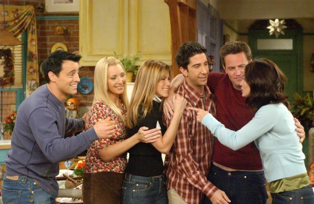 Звезды сериала Друзья пригласили фанатов на съемки долгожданного воссоединения