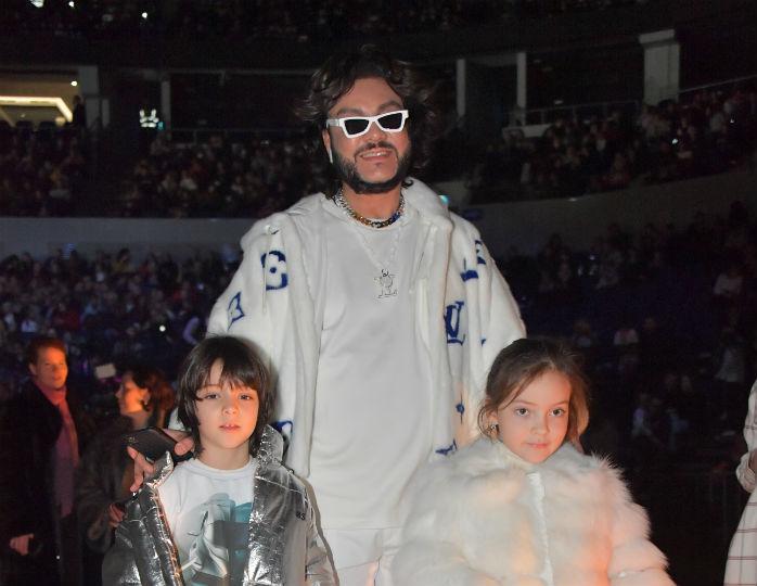 Филипп Киркоров сдал тест на коронавирус вместе с детьми после вечеринки в честь 53-летия