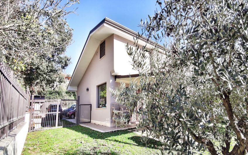 Ciampino - Villa bifamiliare con ampio giardino