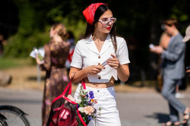 Как и с чем носить шелковые платки? Рекомендации стилистов на PEOPLETALK