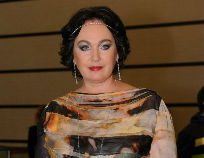 «Делай срочно что-то в стиле Chanel»: Лариса Гузеева перешивает свои шубы по новой моде