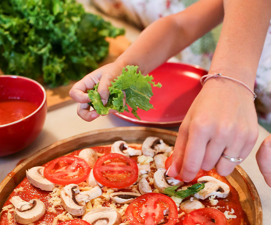 How to Incorporate Veggies into Pizza Night