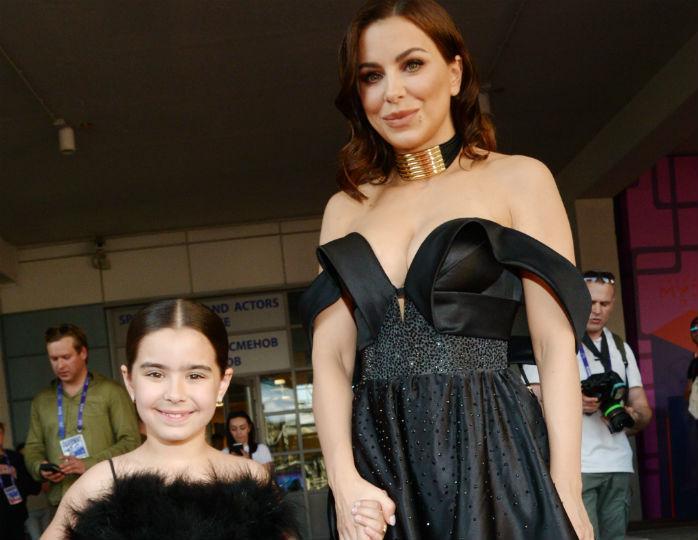 В одной гамме с мамой: дочка Ани Лорак блеснула в пышном черном платье в свой день рождения