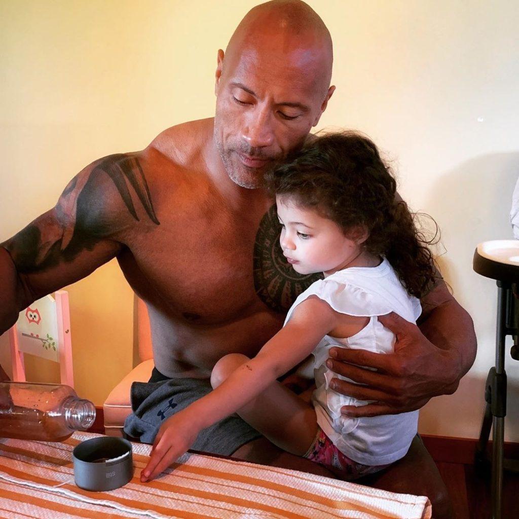 В день рождения Тианы: топ милых видео Дуэйна Джонсона с дочерью