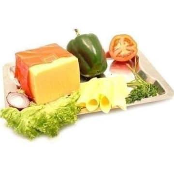 Ser Edamski w plastrach – Mlekovita to ser typu holenderskiego o delikatnym smaku.