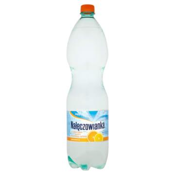 Smakowa woda mineralna – Nałęczowianka to połączenie naturalnej wody gazowanej z owocowym smakiem.