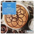 MARKS & SPENCER Czekoladowy tort biszkoptowy z pianką z czekolady belgijskiej (59%) i polewą czekoladową (25%) 565g
