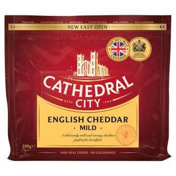 Ser Cheddar - Cathedral City. Ser o mleczno-orzechowym smaku i aromacie.