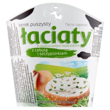 Puszysty serek z cebulką i szczypiorkiem Łaciaty na bazie mleka krowiego, idealny do kanapek.