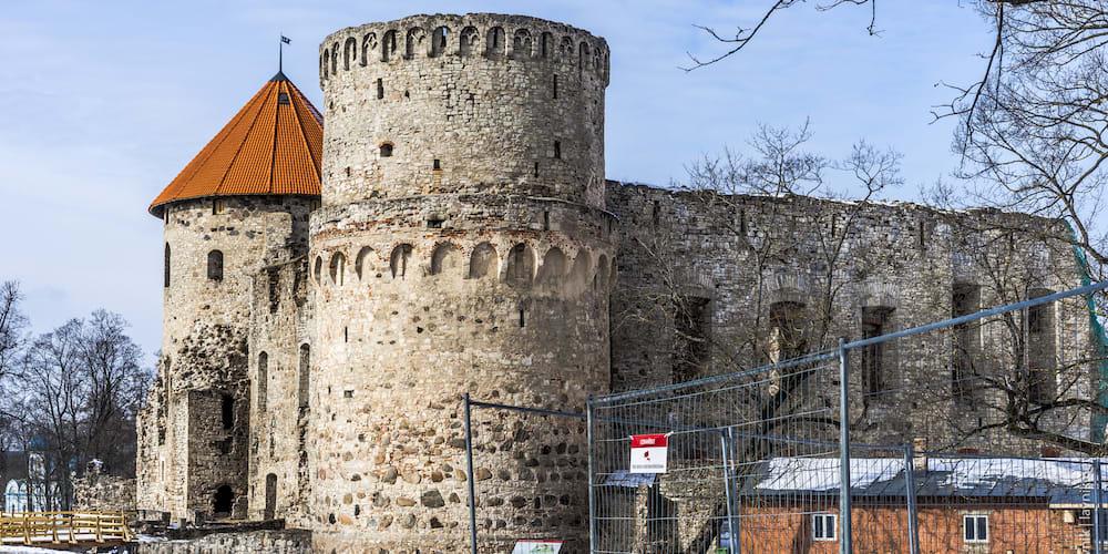 Средневековый замок Цесис в Латвии