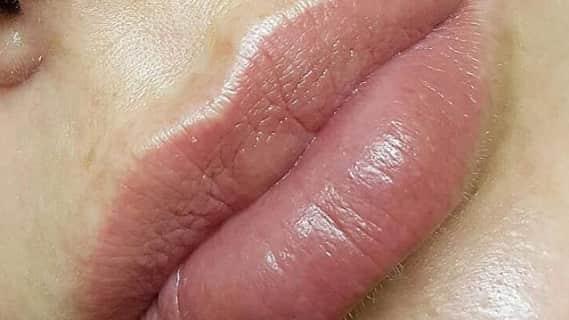 "Татуаж губ ""Акварельная"" техника"