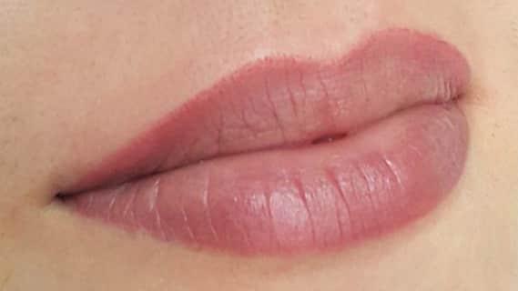 Татуаж контура губ с обводкой