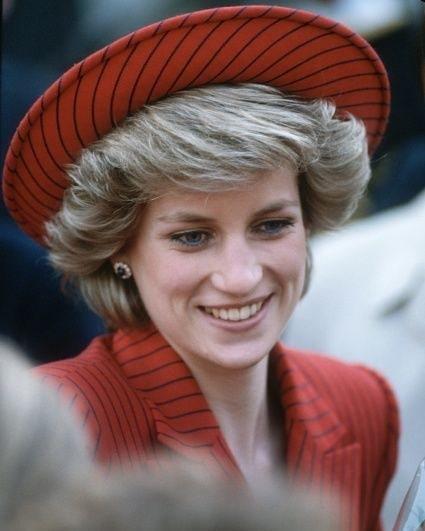 Почему Принцесса Диана после развода с Принцем Чарльзом отказалась носить Chanel