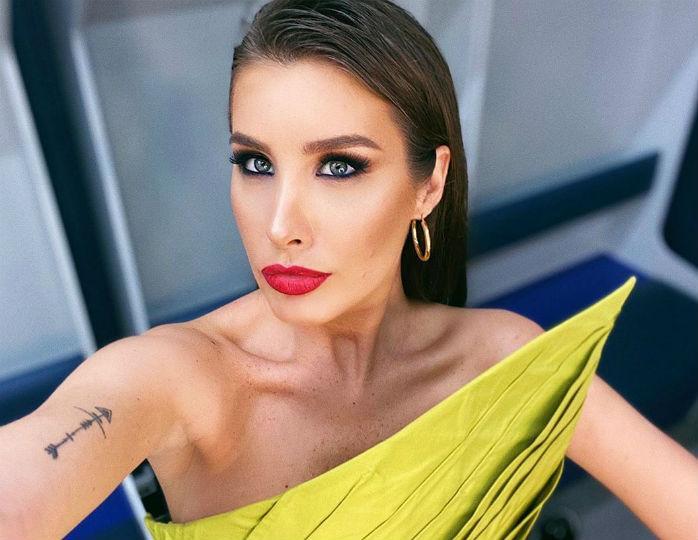 «Пикантно и молодежно»: Топурия в платье-комбинации персикового цвета восхитила стилиста