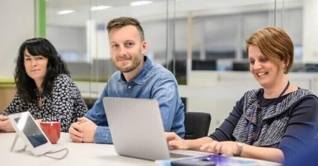 Kötetlen munkaidő, home office, teljes szabadság a fejlesztésben, globális kihívások – ilyen egy szoftverfejlesztő napja a Tesco Technologynál