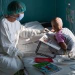 Egy daganatos gyerkőc szülei     - Gyermekgyógyítók Csodadoki
