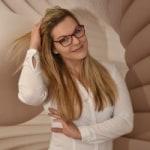 Dombóvári Diána             - Senior tanácsadó