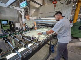 CE Glass Industries - Munka közben