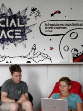 Comnica - Working in the Social Space