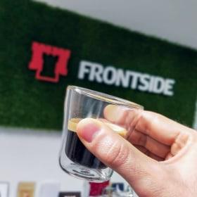 Frontside - Kedvenc tárgy az irodában  - Budapest, Vármegye u. 3-5, 1052 Magyarország