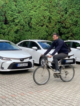 Online Márkaboltok - Munkába jövet biciklivel :)