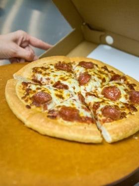 Pizza Hut Magyarország - Kedvenc tárgy az irodában  - Budapest, Dunavirág u., 1138 Magyarország