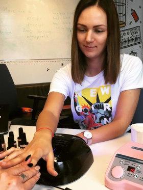 Schibsted Hungary - Nőnapi manikűr az irodában