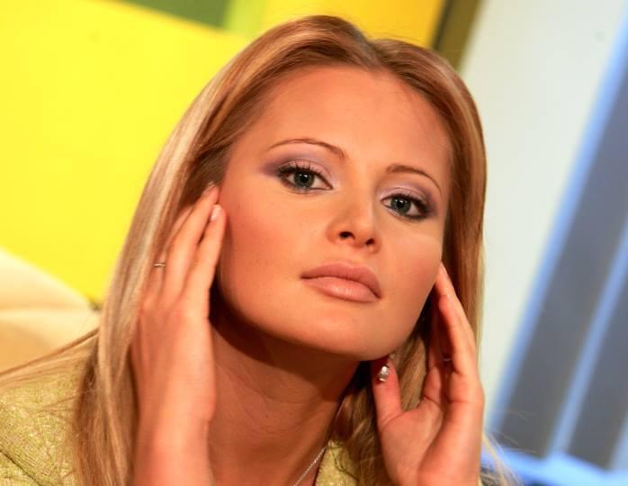 «Было жарко»: Борисова пришла на ток-шоу Малахова в облегающем комбинезоне