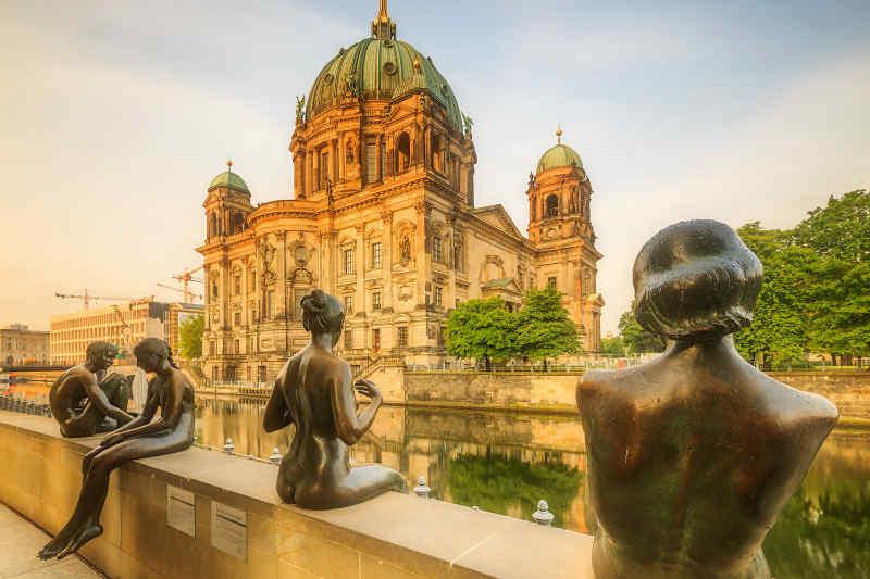 Berliner Dom Statues