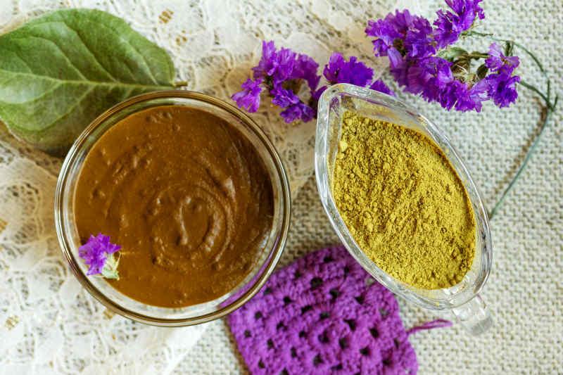 Henna powder and dye paste