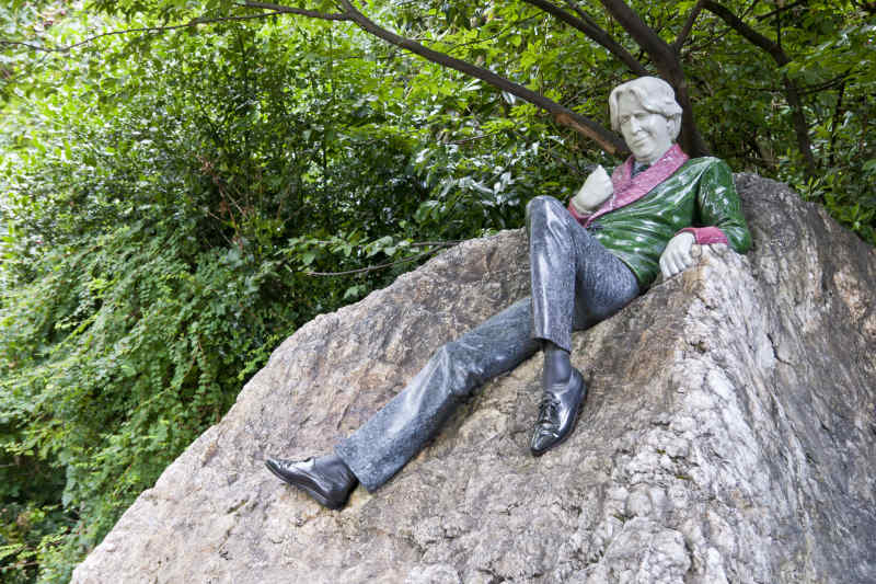 Oscar Wilde statue in Merrion Square