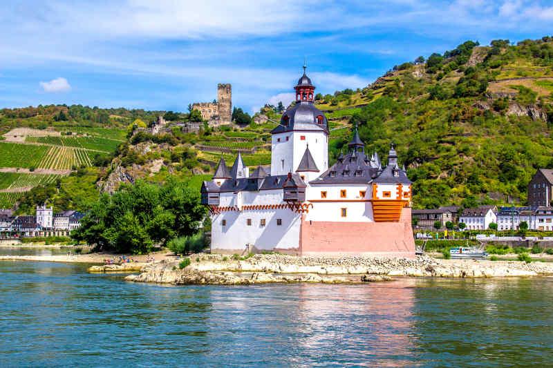 Falkenau Island • Rhine Valley