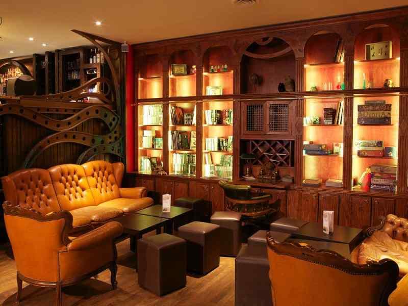 Le Dernier Bar Avant La Fin du Monde in Paris, France