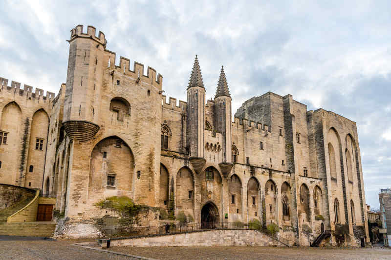 travel to avignon in france luberon valley vacations great value vacations. Black Bedroom Furniture Sets. Home Design Ideas