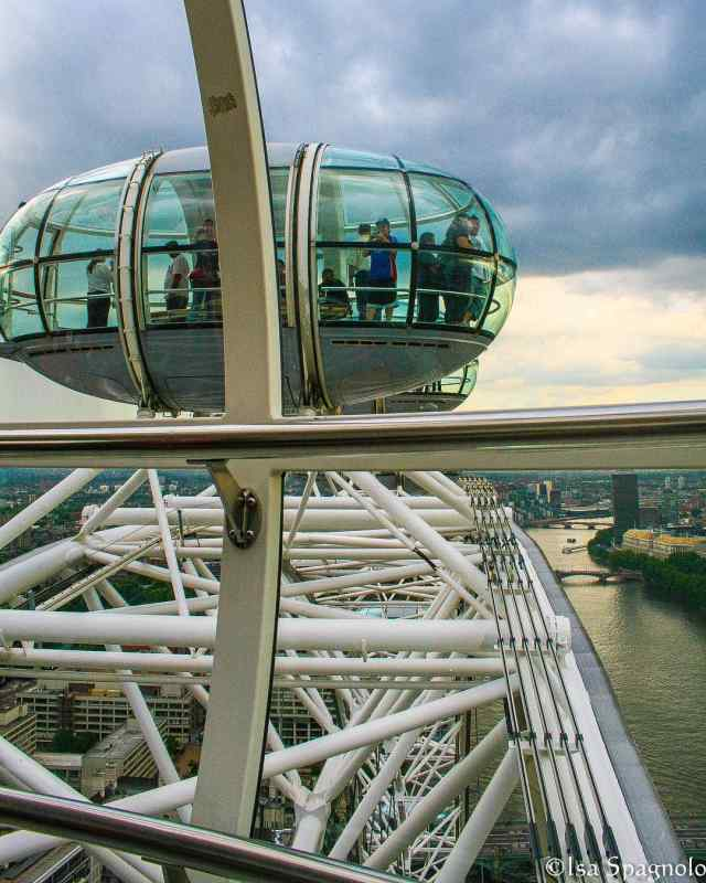 London Eye, London. Photo by Instagram user @travel.with.isa