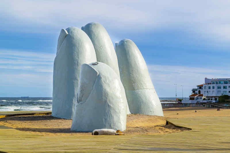 La Mano sculpture in Punta del Este