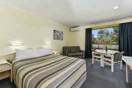 William Macintosh Motor Lodge • Guest Room