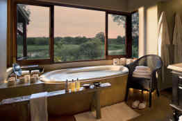 Tinga Lodge • En-Suite Bathroom