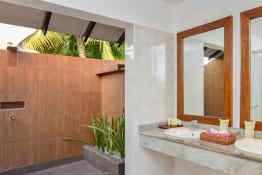Adaaran Select Meedhupparu • Guest Bathroom