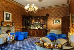 Tre-Ysgawen Hall • Bar