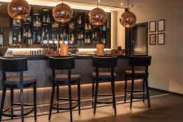 Hotel Ten Hill Place bar