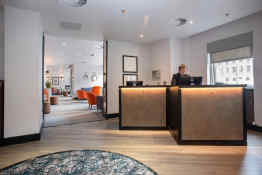 Hotel Ten Hill Place reception