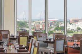 Holiday Inn Charleston-Riverview - Dining