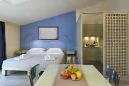 Florence at PopArtment • Studio Apartment
