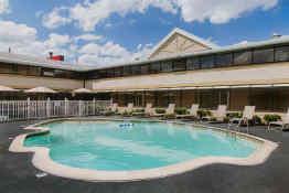 Ramada Boston - Pool