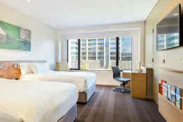 Crowne Plaza Hotel Canberra • Guest Room