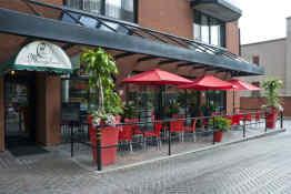Cartier Place Suite Hotel - Restaurant Patio