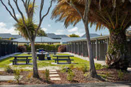 All Stars Inn on Bealey Motel • Courtyard
